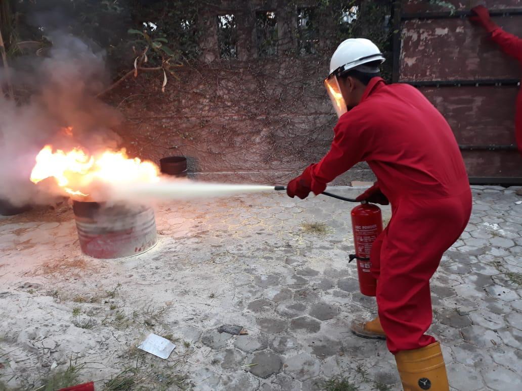 BASIC FIRE FIGHTING DAN BASIC FIRST AID TRAINING